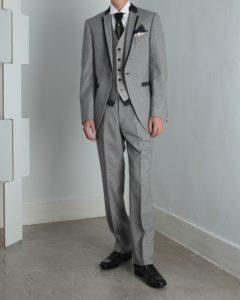 タキシードを着た男性